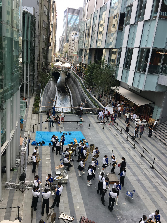 STREAM前の広場と渋谷川